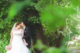 Hochzeit im Hotel Bad Bubendorf in der Nähe von Basel. Der Hochzeitsfotograf fotografiert das Brautpaar.